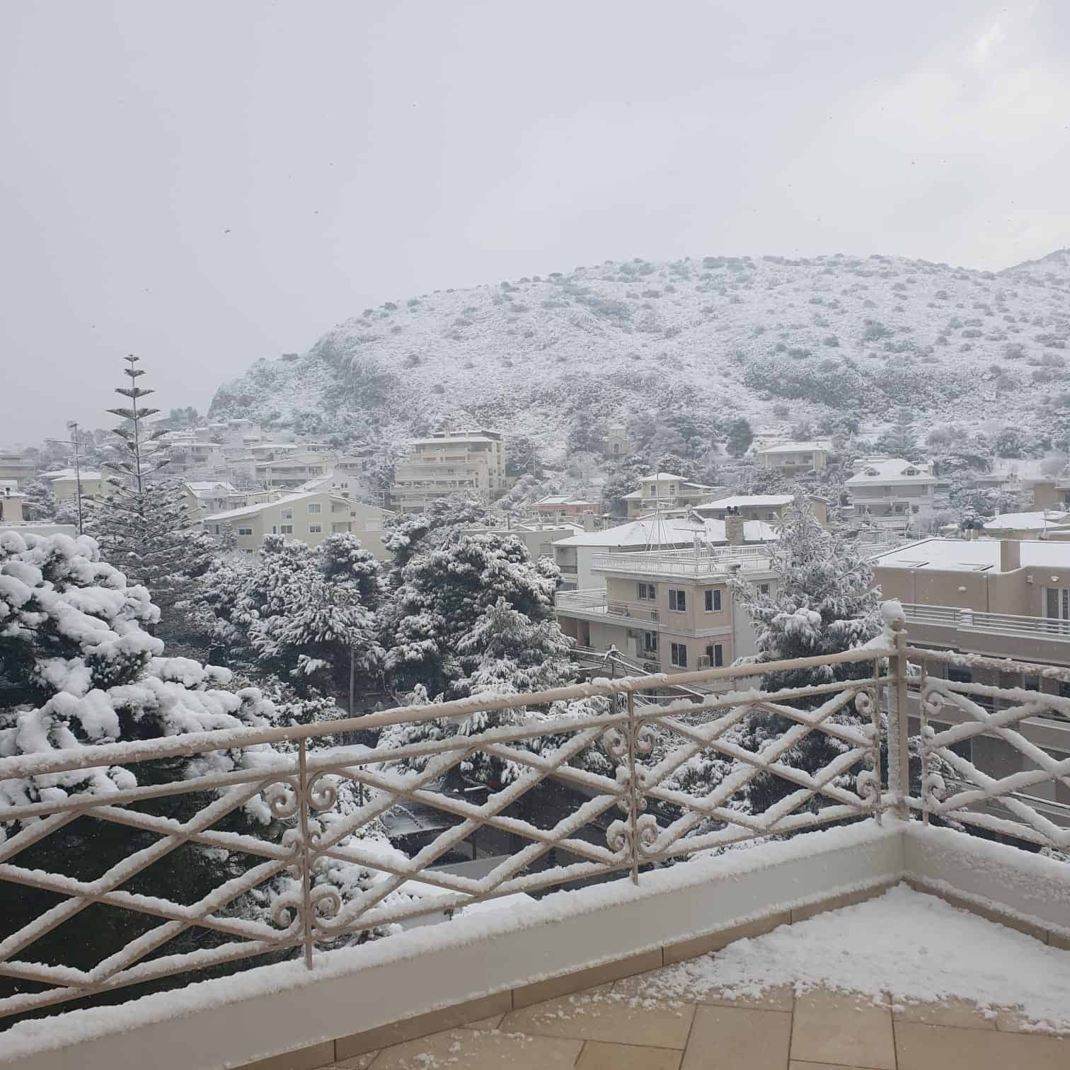 Snowfall in the regions of Attica, Evia, Cyclades and Crete to continue until Wednesday morning 11