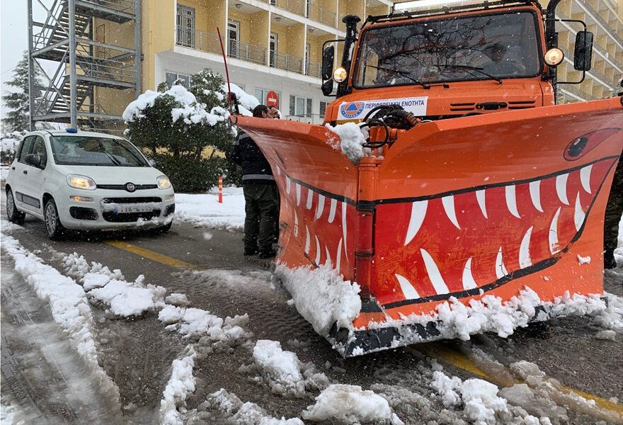 Municipality of Athens crew clear snowy roads