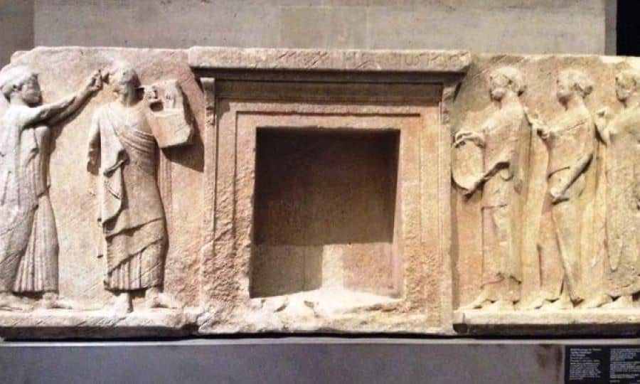 The Louvre returns three marble relief plaques to Thasos