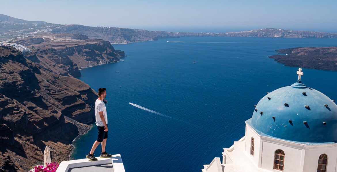 Cyclades become the stars of a special tribute to Greece by top Scandinavian tourist magazine Vagabond 1