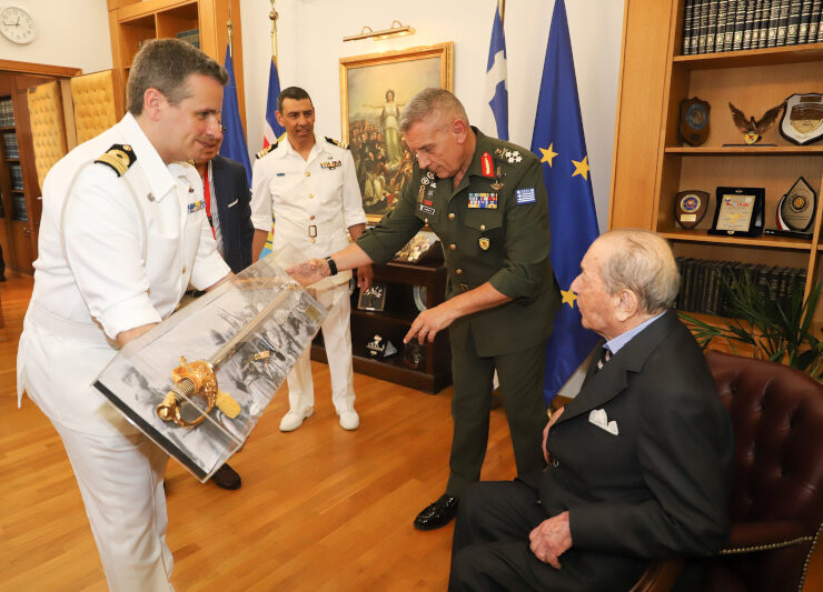 97-year-old shipowner leaves his fortune to the Armed Forces