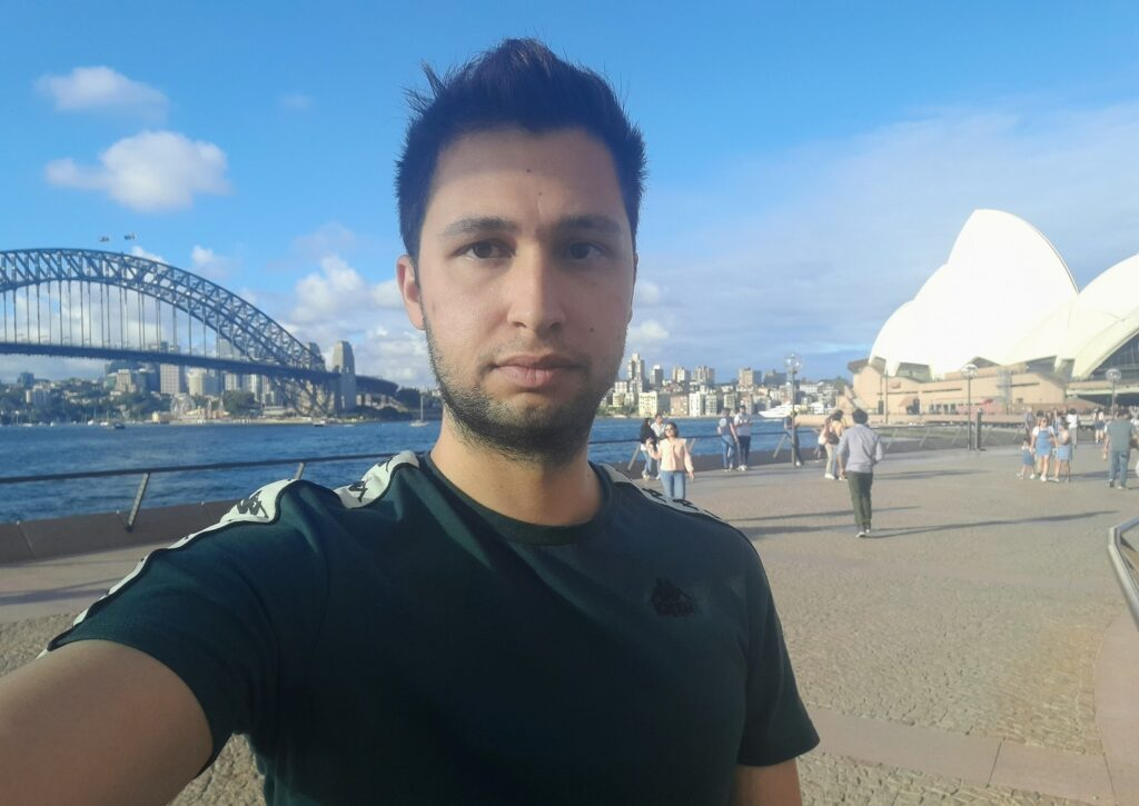 """My main goal was to see the Opera House lit up,"" says young Greek Australian"