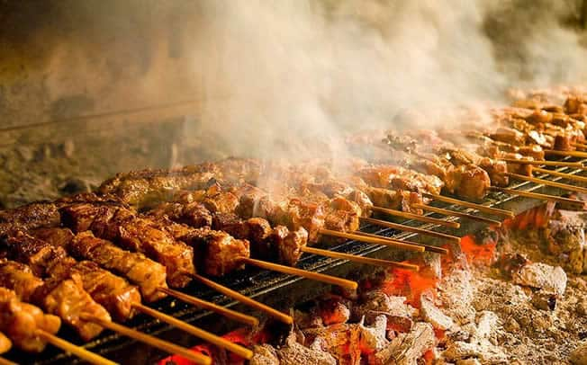 The tradition of Tsiknopempti, The day Greeks eat large amounts of grilled meat