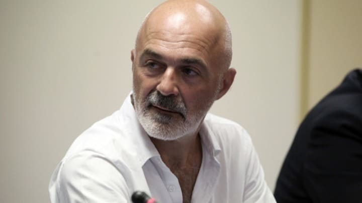 Stathis Livathinos on Tuesday submitted his resignation from the Drama School 1