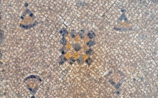1,600-year-old Byzantine mosaic with geometric motifs uncovered in Yavne 4