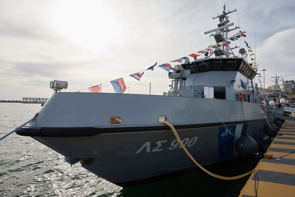 """Hellenic Coast Guard patrol vessels are """"floating border guards,"""" says PM Mitsotakis"""