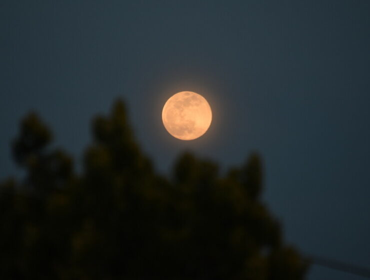 'Pink supermoon' glows over Greece