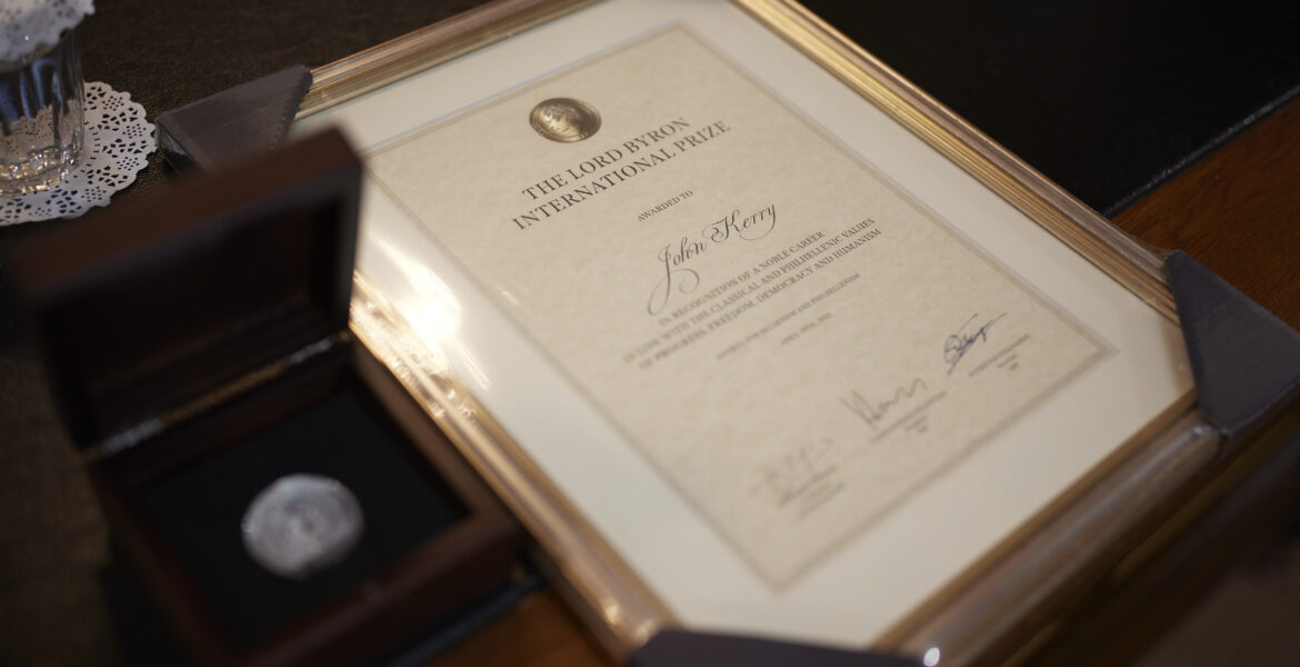 Former U.S. Secretary of State John Kerry awarded the 'Lord Byron' for Philhellenism in Greece