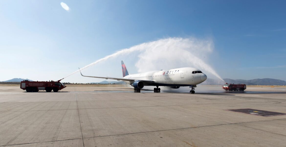 First full US flight to Athens Greece lands 1