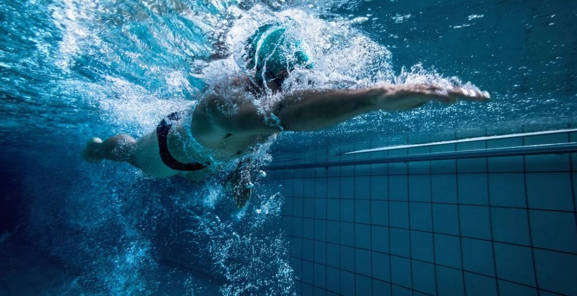 Greek students device blind swimmers