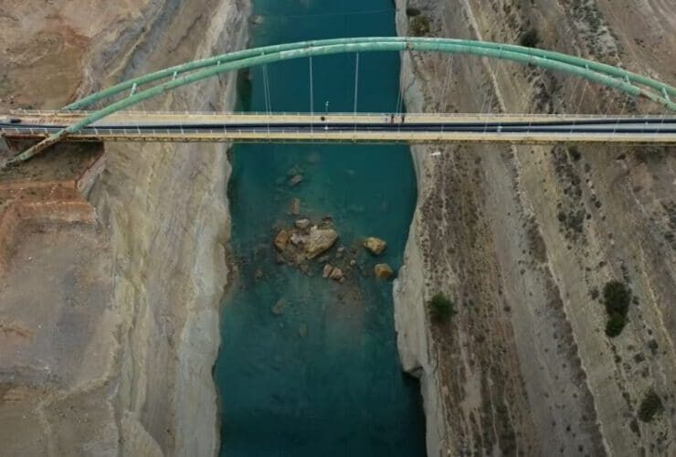 The Corinth Canal temporarily closed
