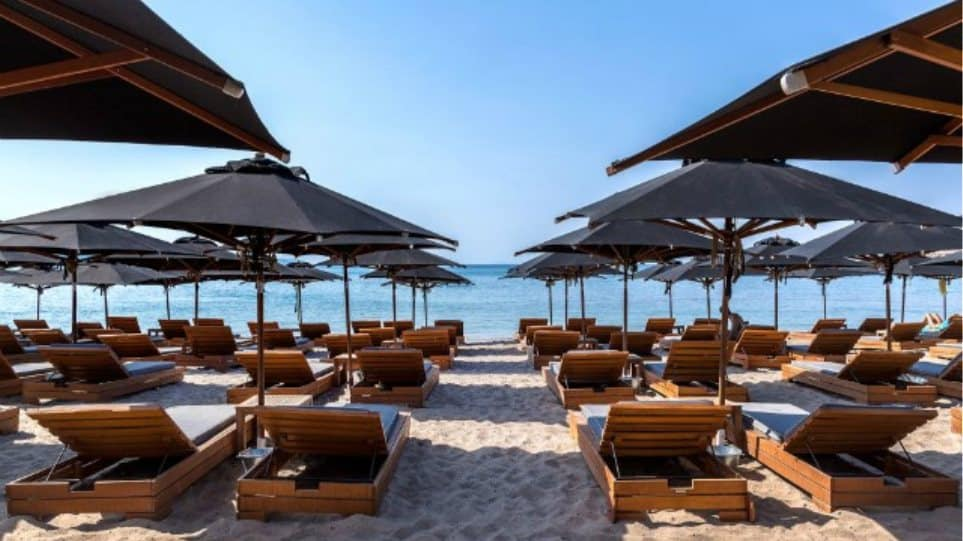 Organised beaches in Greece reopen on May 15 with restrictions