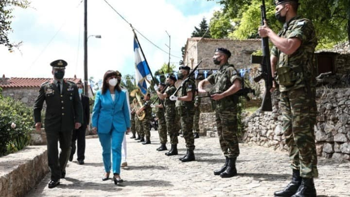 President of the Republic Katerina Sakellaropoulou visited on Sunday the historic village Anavato on the island of Chios 1