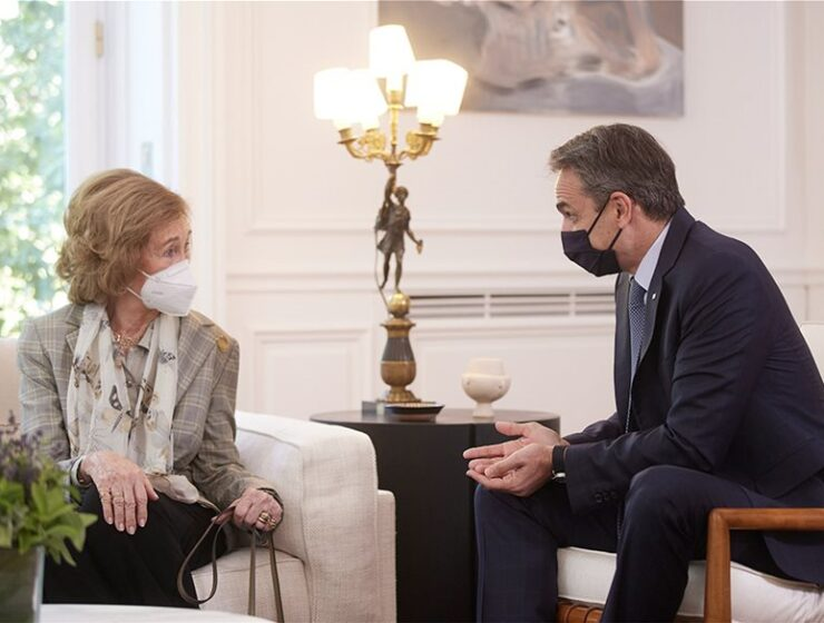 Mitsotakis meets with Greek-born Queen Sofía of Spain (PHOTOS) 2