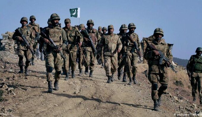 Pakistani army soldiers military