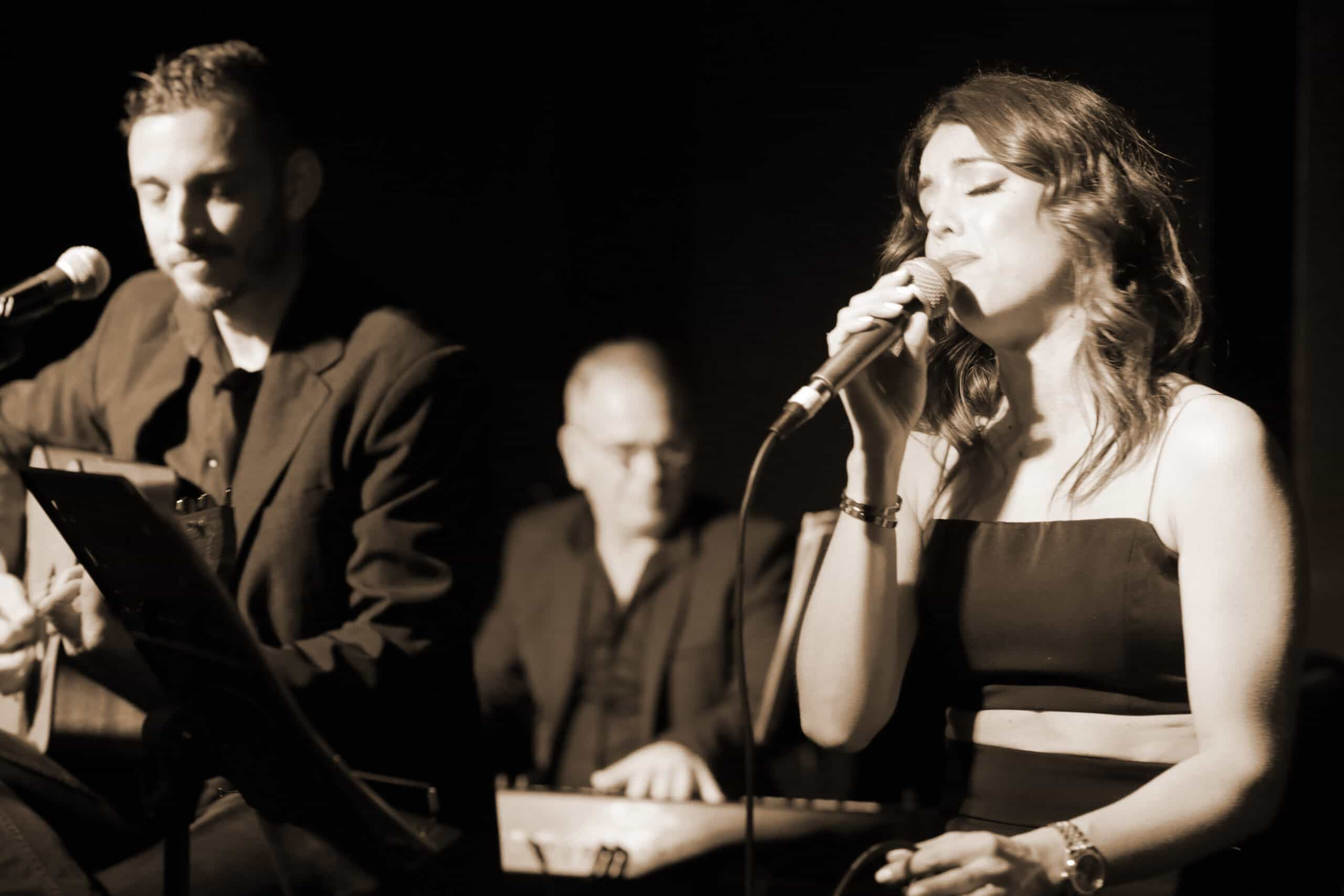 A Night at the Old Boite (μπουάτ) 33