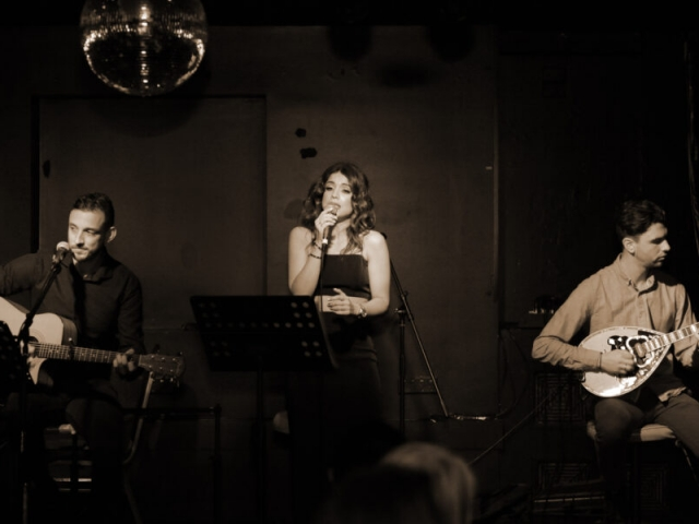 A Night at the Old Boite (μπουάτ) 18