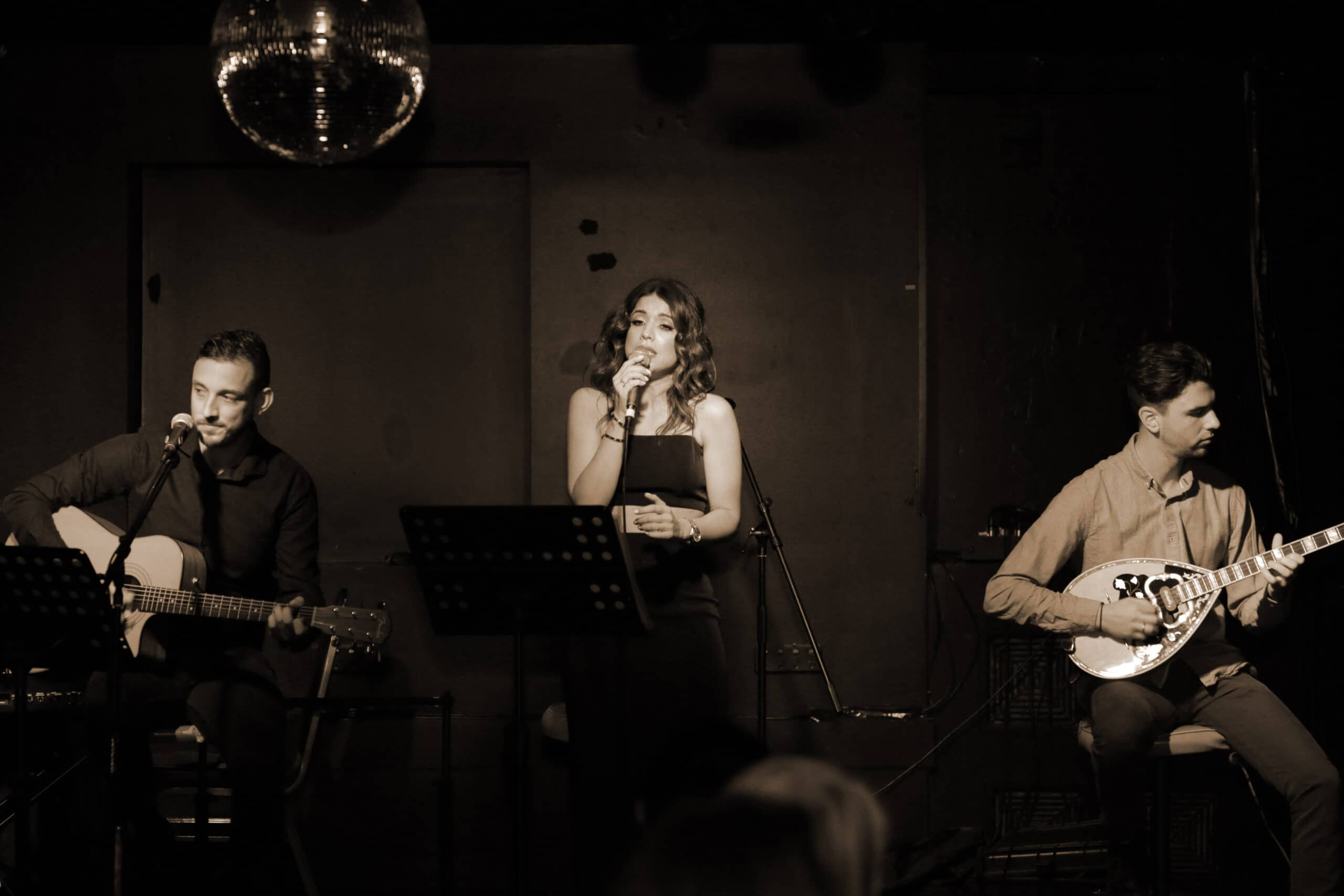 A Night at the Old Boite (μπουάτ) 43