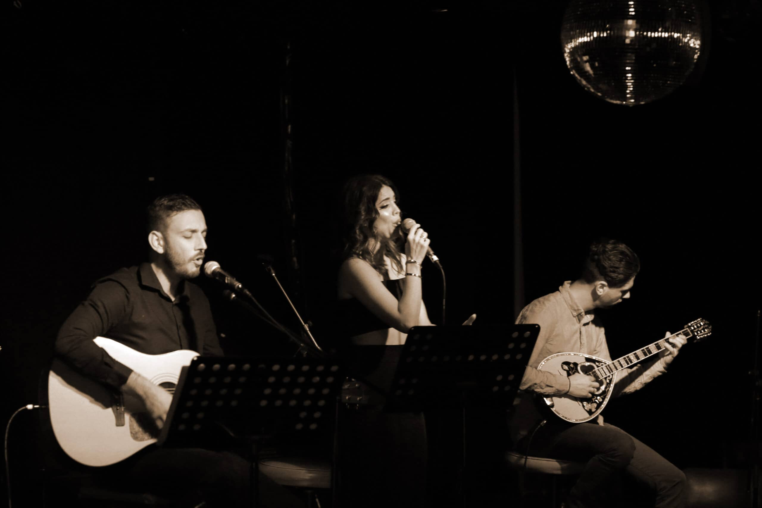 A Night at the Old Boite (μπουάτ) 44