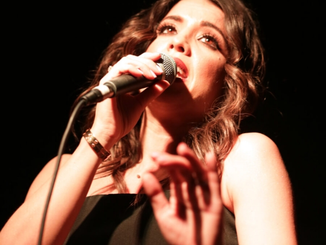 A Night at the Old Boite (μπουάτ) 21