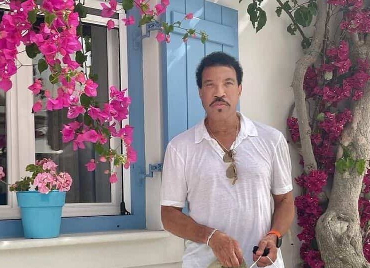 Lionel Richie on a luxury Greek getaway with his family 8