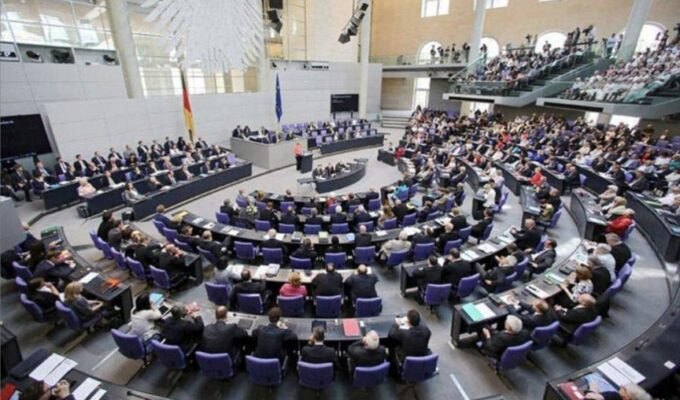 German parliament rejects bill on arms embargo on Turkey 3