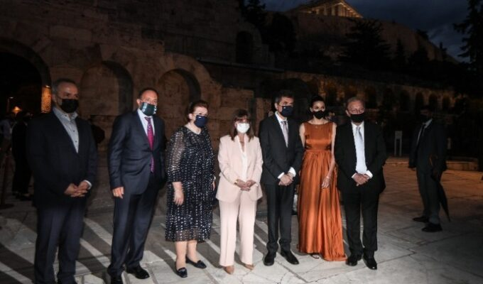 The concert was attended by the President of the Hellenic Republic Mrs. Katerina Sakellaropoulou, the Minister of Culture Lina Mendoni and the wife of the Prime Minister Mareva Grabovski - Mitsotaki.
