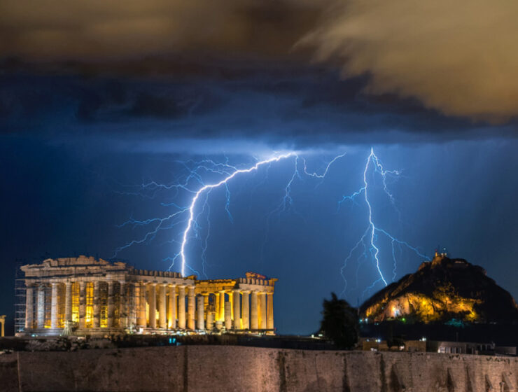 Zeus strikes Greece with 5,000 lightning bolts 1