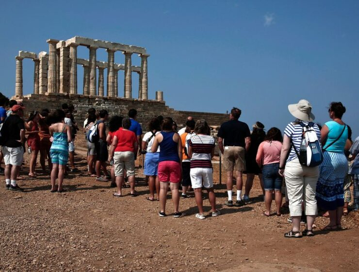 Greece grants free entry to student tour guides 4
