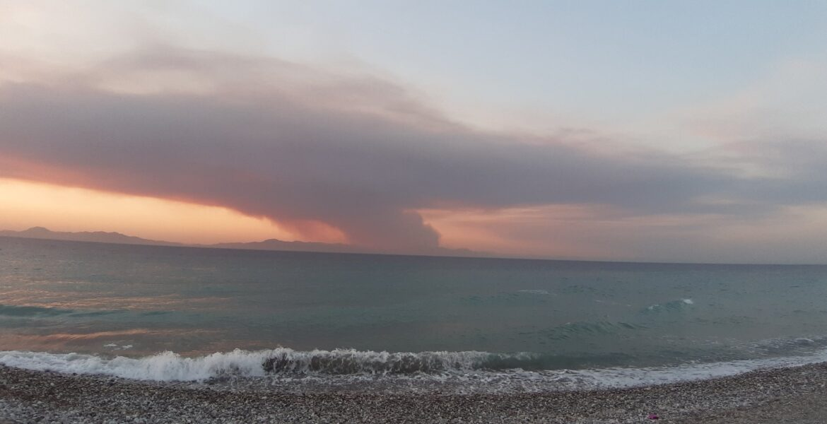 Wild Fires raging in South Turkey, engulfing here the coastal town of Marmaris. 1