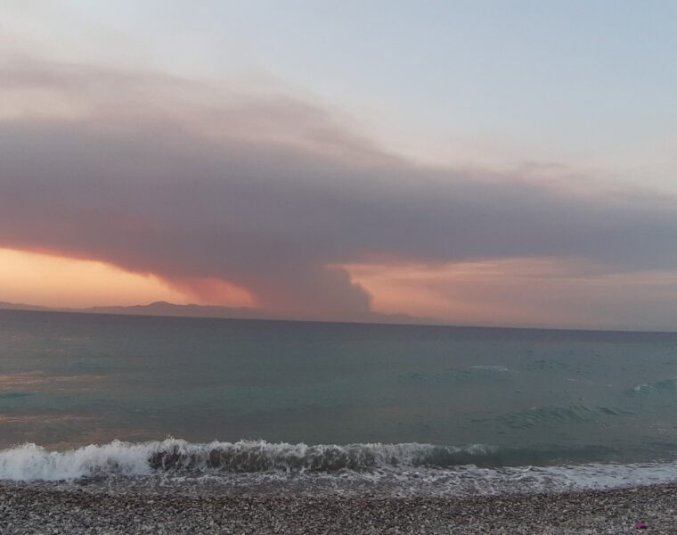 Wild Fires raging in South Turkey, engulfing here the coastal town of Marmaris. 4