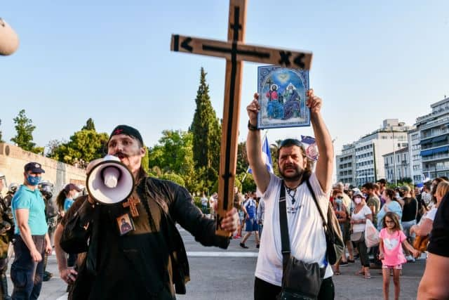 4,000 antivaxxers bearing crosses and Greek flags march to Parliament 1