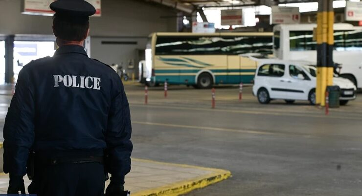 Entire Greek family with four underage children held hostage 4