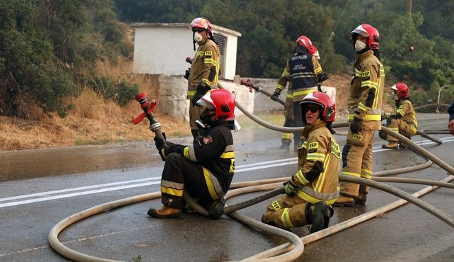 Polish firefighters to stay on longer in Greece to battle fires 1