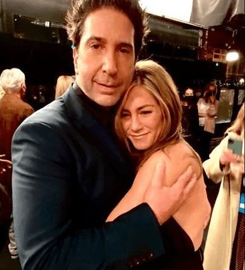 Jennifer Aniston and David Schwimmer are reportedly dating 2