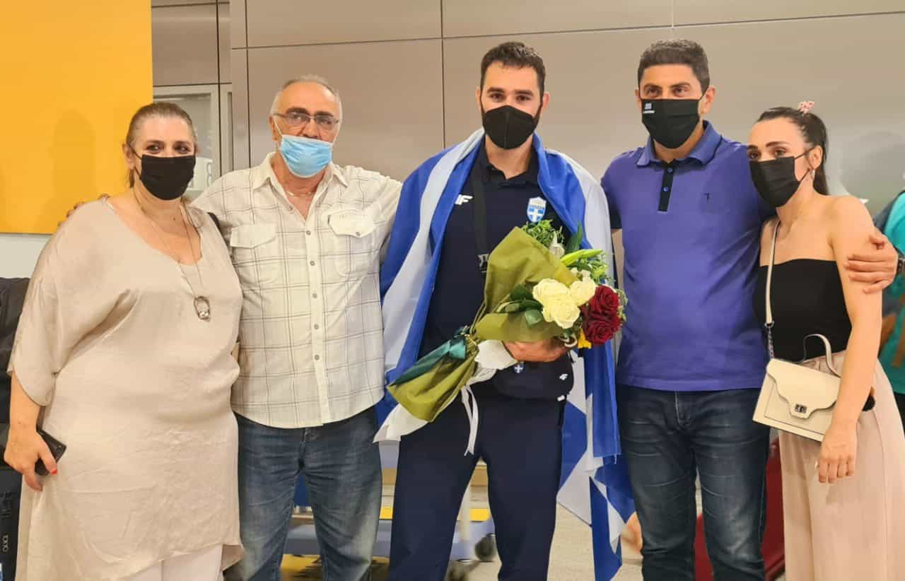 Hero's welcome for Greek weightlifter who moved a nation 23