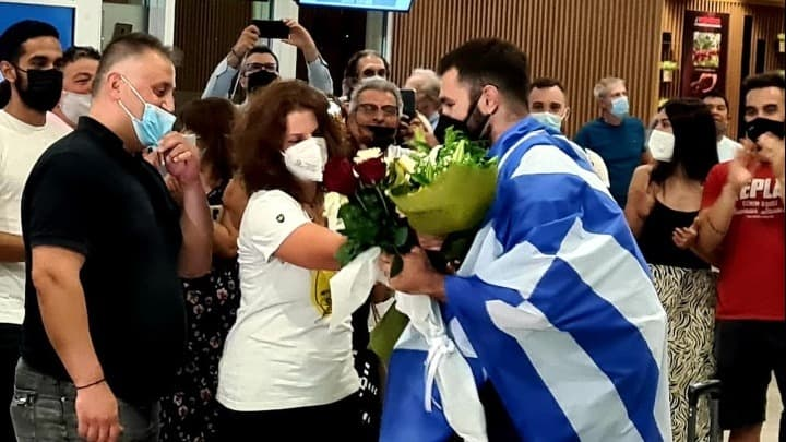 Hero's welcome for Greek weightlifter who moved a nation 2