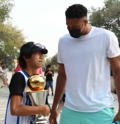 Giannis Antetokounmpo surprises Greek fans on the streets with the championship trophy