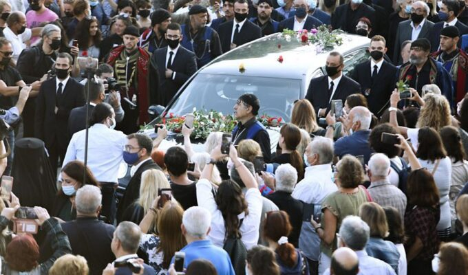"""Funeral of Mikis Theodorakis at Galata, Chania Crete- The """"last goodbye"""" to the great artist (live) 3"""