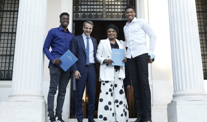 Giannis Antetokounmpo's mother and brother granted honorary Greek citizenship 2