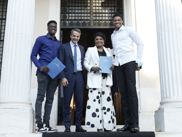 Giannis Antetokounmpo's mother and brother granted honorary Greek citizenship 1