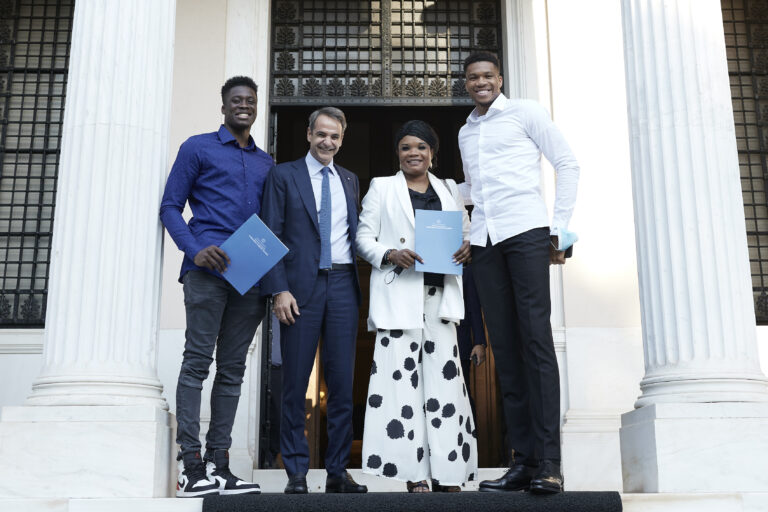 Giannis Antetokounmpo's mother and brother granted honorary Greek citizenship