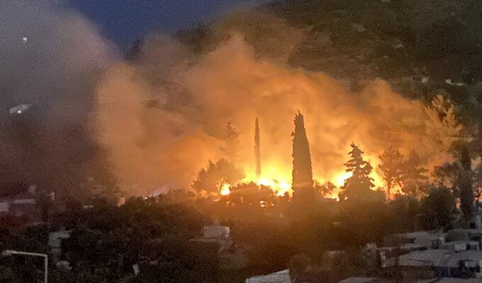 Fire breaks out at migrant camp on Greek island of Samos 1
