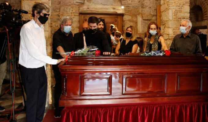 Hundreds pay their respects to Mikis Theodorakis during three-day vigil (VIDEO) 1