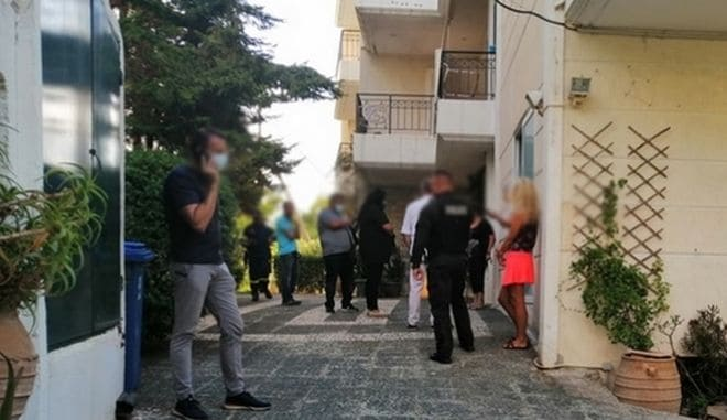 SUICIDE: 44 year old artist found hanging from his home balcony in Rafina 5