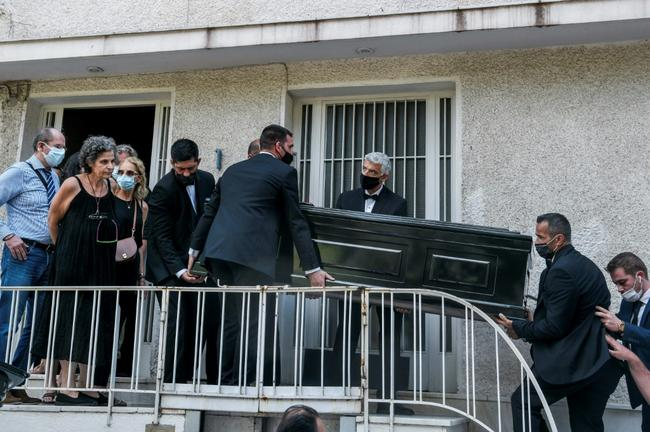 Last goodbye to legend Mikis Theodorakis as coffin is carried away (VIDEO) 4