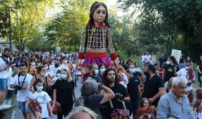 Incidents break out in Larissa during welcoming event for 'Little Amal' 3